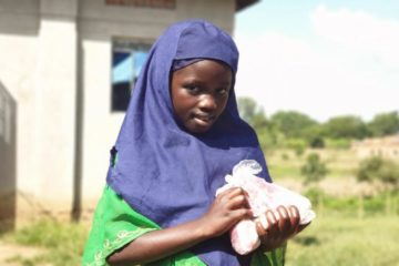 Hayat Yolu gives away meat to the poor as Eid al-Adha 2020 gets closer